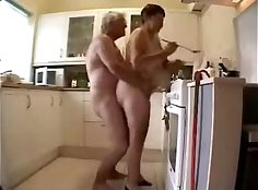 cuming in the kitchen - amateur tribbing with stepmom