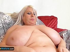 Blondes hairy cooch is lick in the bowl