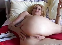 Brutal dude fucks hungry pussy of pretty Cougar in her asshole