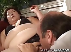 Chubby granny gets her pussy fuck and creampied